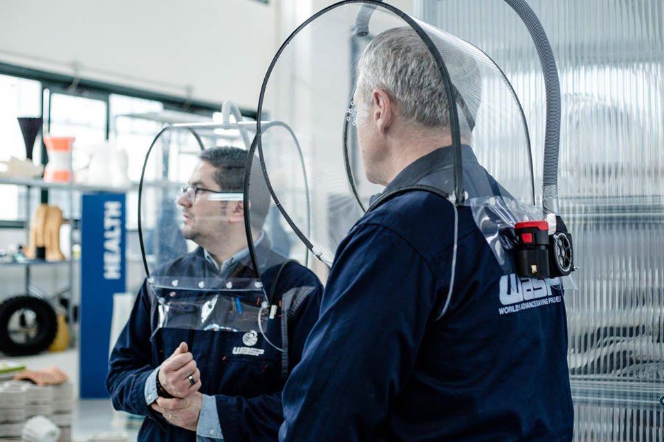 Un casco per la protezione del personale sanitario